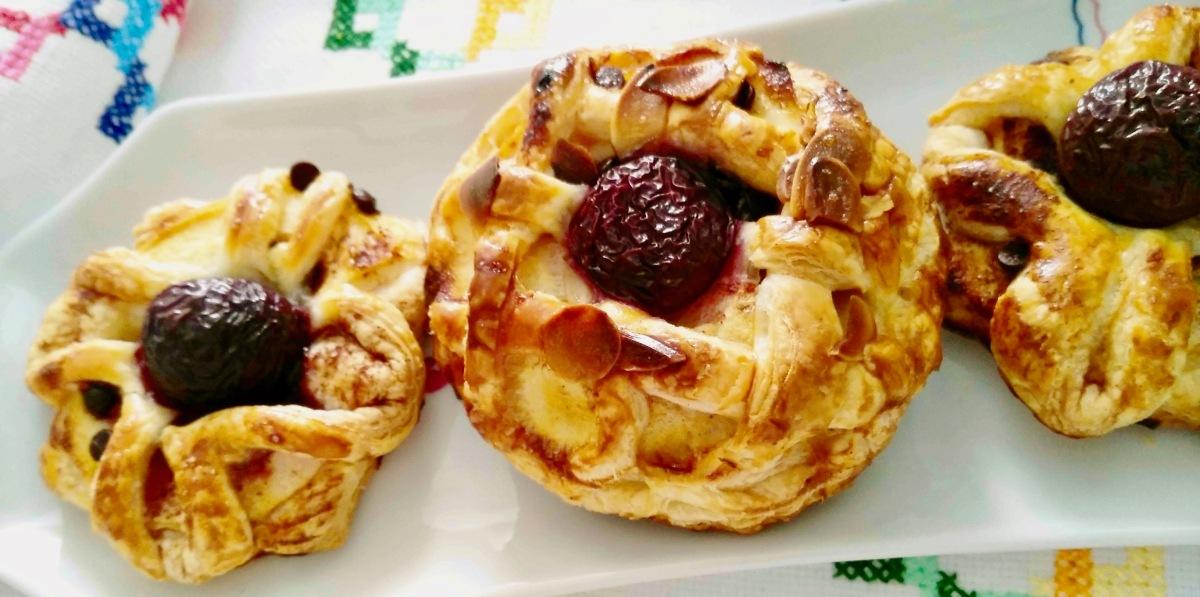 Tartas de hojaldre con manzana y chocolate