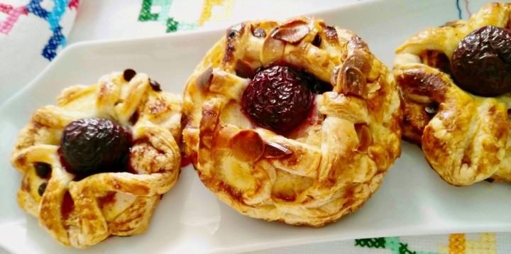 Tartas de hojaldre con manzana ychocolate