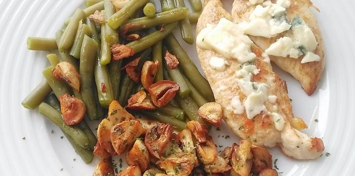 Judías verdes con pechugas de pollo al roquefort, menúdiario