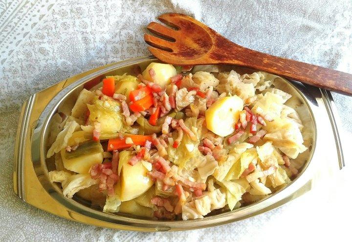 Receta de col y patata con taquitos de beicon. MonsieurCuisine